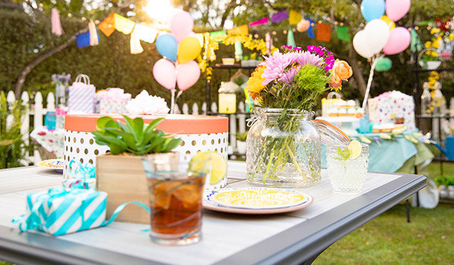 Create a stunning outdoor table setting for your garden party