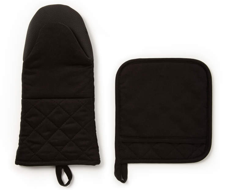 Black Oven Mitt and Pot Holder Set silo front