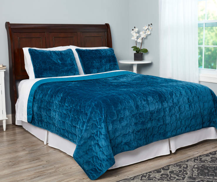 Blue Velvet Plush Full Queen 3 Piece Quilt Set lifestyle bedroom