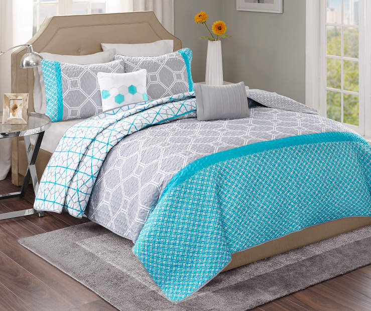 Clara Blue and Gray 5 Piece Queen Quilt Set on Bed Room View