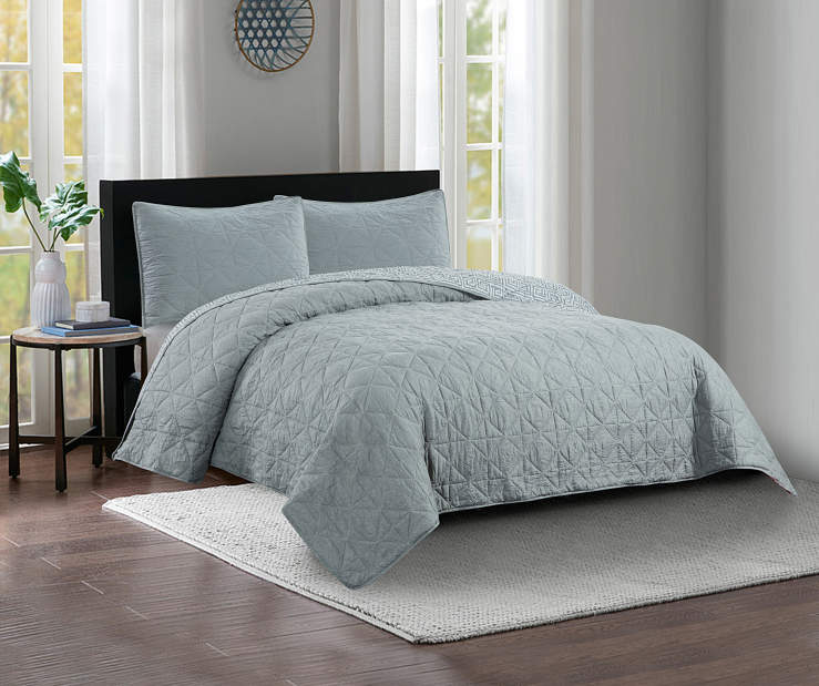 Gray Crinkle Full and Queen 3 Piece Reversible Quilt Set Lifestyle Image Bedroom