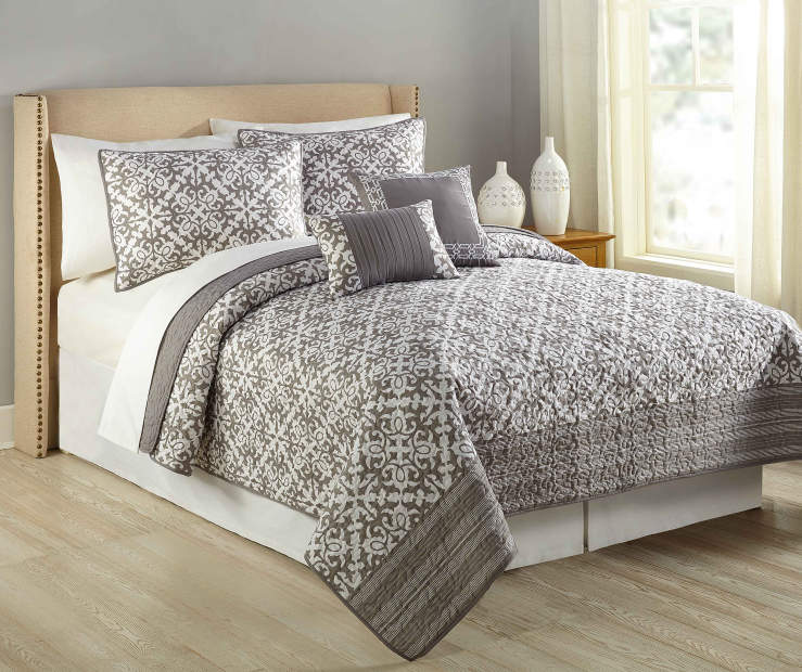 Gray and White Manhattan 5-Piece Queen Quilt Set Lifestyle Image