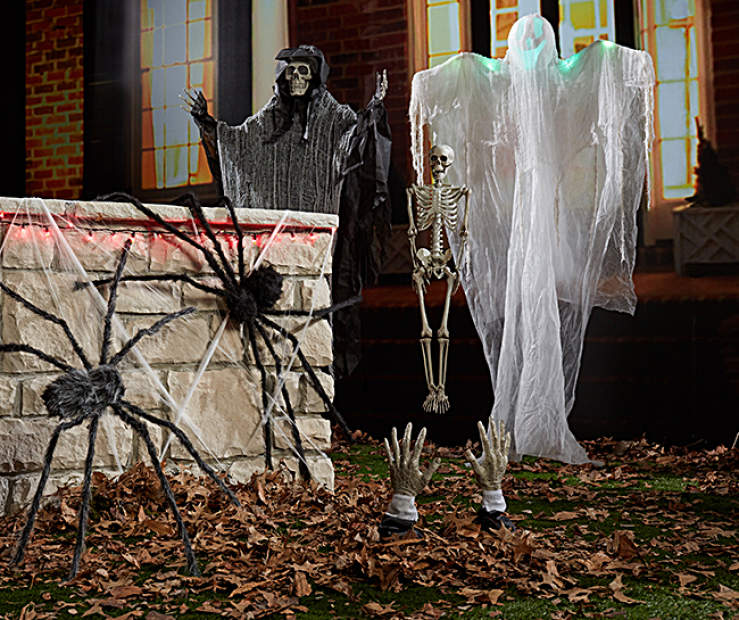 Haunted House Gathering Outdoor Halloween Décor