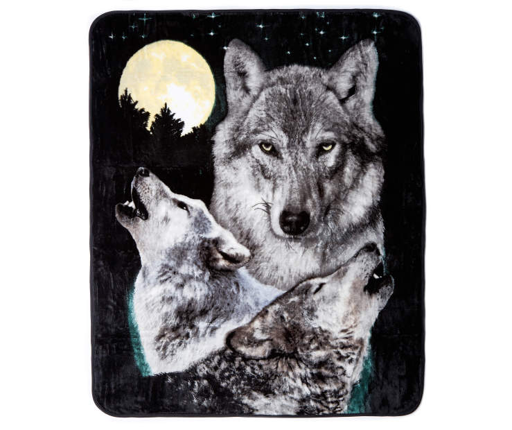 Howling Wolves Throw silo front